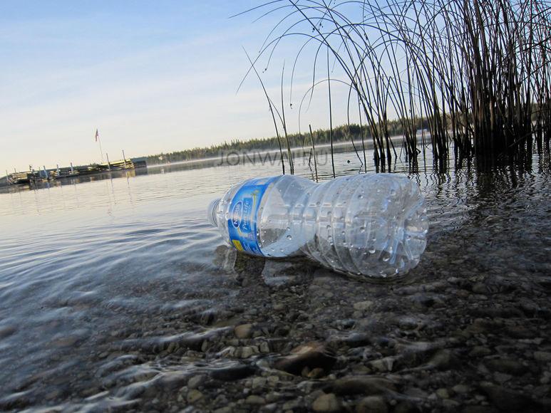 тонет ли пластик в воде?